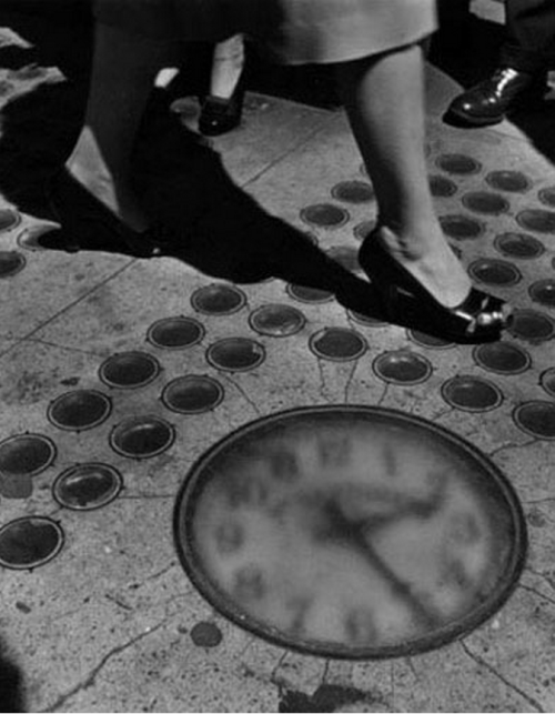 Sidewalk Clock, New York City 1947 by Ida Wyman