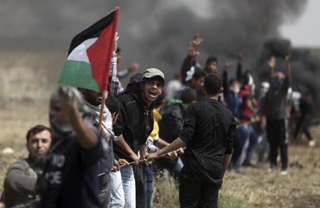 Altri 3 manifestanti palestinesi sono stati uccisi dall'esercito israeliano nell'ambito della quinta 'Marcia del ritorno'e 350 sono stati feriti. Secondo dati dell'Organizzazione per i diritti umani dell'Onu (Ocha) nelle quattro […]