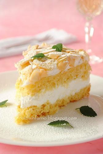 Torta Meringata con Crema alla Panna e Vino Bianco-Meringue Cake with Whipped Cream and White Wine Filling