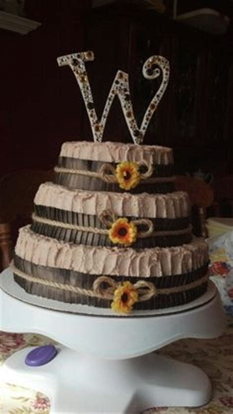 Country style wedding cake and cupcakes   Wedding