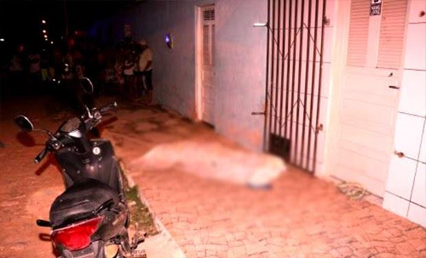 Um dos crimes deste domingo aconteceu no bairro Santo Antônio, em Mossoró (Foto: Marcelino Neto/O Câmera)