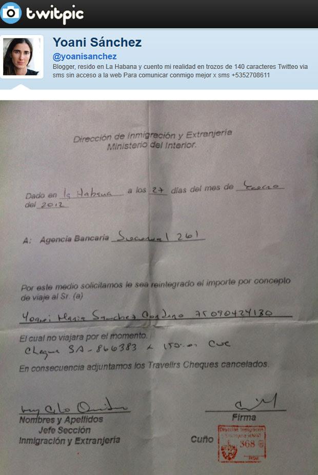 Blogueira postou imagem de documento negando sua saída do país (Foto: Reprodução/Twitpic)