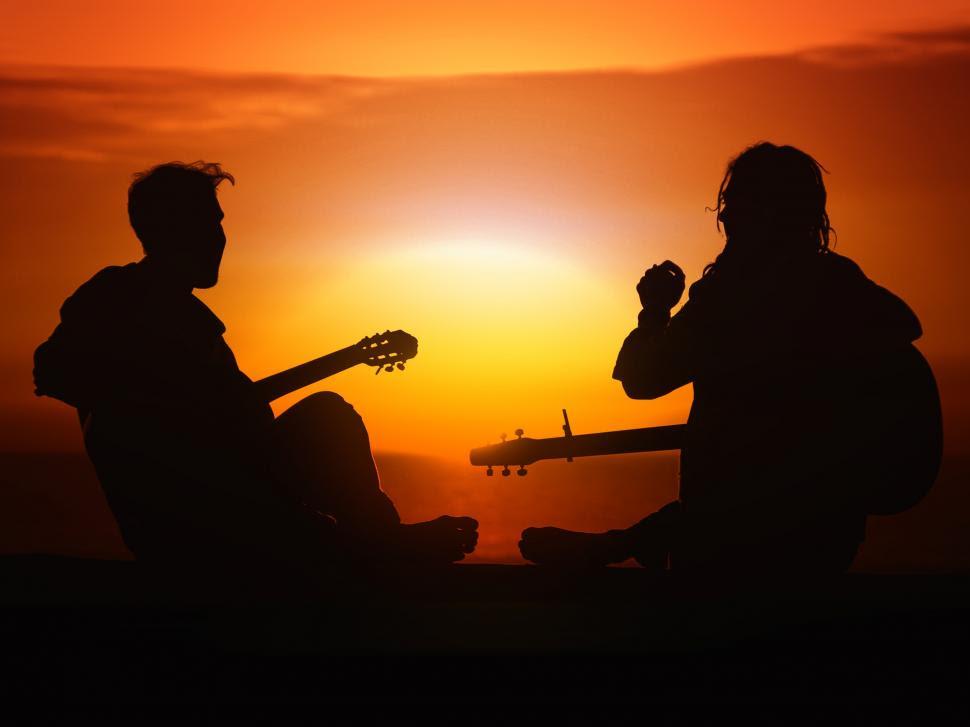 Αποτέλεσμα εικόνας για young people and music