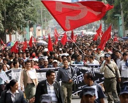 Comunistas indianos preparam uma marcha contra as políticas capitalistas