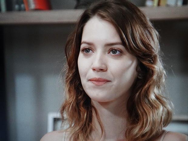 Laura recebe a ajuda de Marcos para encontrar sua mãe (Foto: TV Globo)