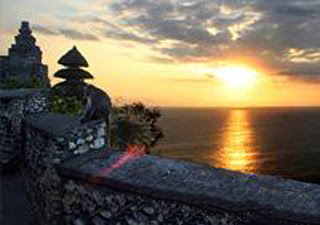 http://galeriwisata.files.wordpress.com/2009/12/uluwatu-5.jpg