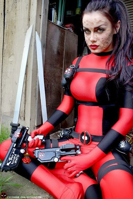 lady-deadpool-cosplay-4