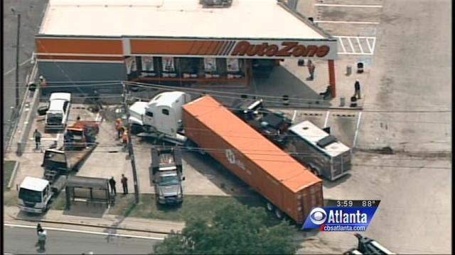 Semi Truck Hits Parked Car Kills Child in Atlanta Parking Lot - Truck Accident Lawyer News