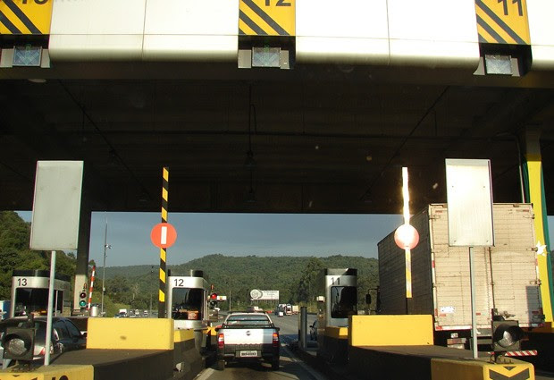 Pedágio na Rodovia dos Bandeirantes, sentido SP, km 30 (Foto: Roney Domingos/ G1)