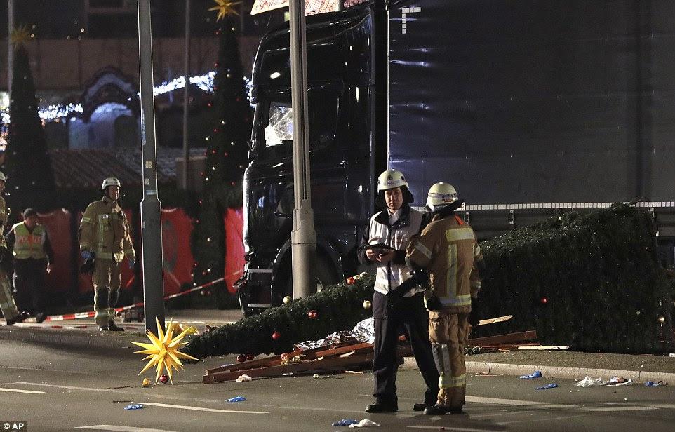 O caminhão viajou para cerca de 80 pés através do mercado - deixando de funcionar através tendas de mercado e inocentes