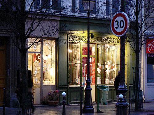 belle boutique dans le marais.jpg