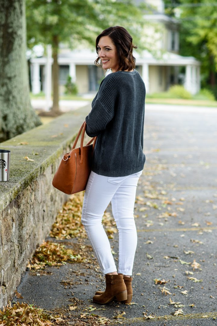 white jeans outfit for fall with payless