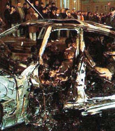 Автомобиль Mercedes, в котором находились певец и четверо его друзей, столкнулся с выезжавшей из двора машиной Volkswagen Touareg. От сильнейшего удара Мерседес загорелся и взорвался на глазах у бежавших на помощь очевидцев. Все находившиеся в салоне сгорели заживо.