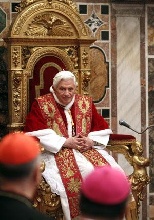 Papa recebe diplomatas em audiência no Vaticano nesta segunda (9) (Foto: Reuters/Pier Paolo Cito)