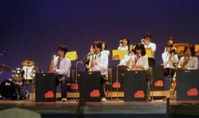 日本大学の国際関係学部所属のビッグバンドのJPG