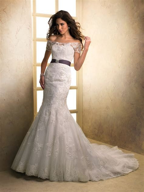 Top Ten Wedding Dress Style in 2013   Off the Shoulder