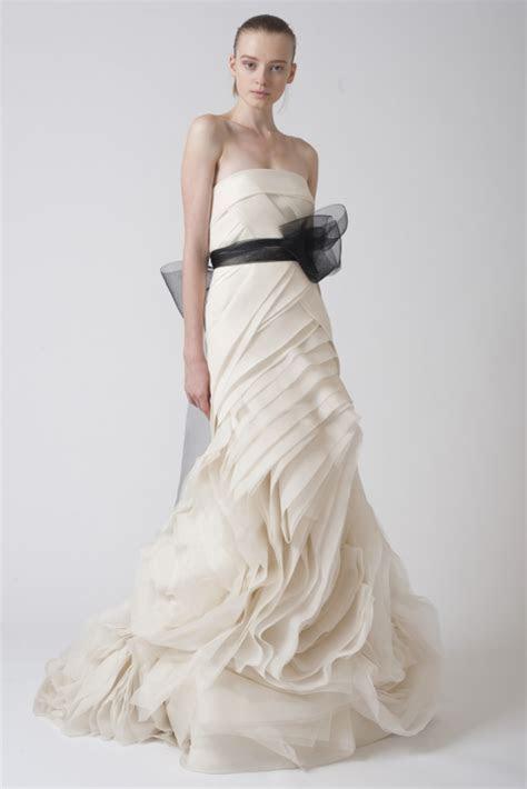 Top 9 Most Artistic Wedding Dresses   BravoBride