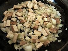 Pâtes au tofu fumé, oignon et crème végétale