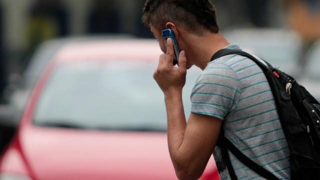 Uso excessivo do celular causa angústia, ansiedade, alterações na respiração, entre outros sintomas