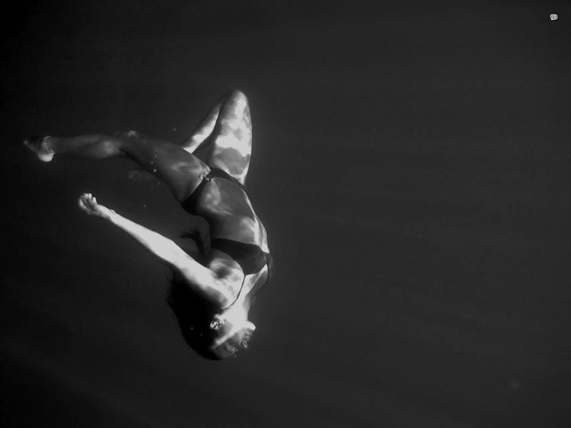 Девушка подводное фото