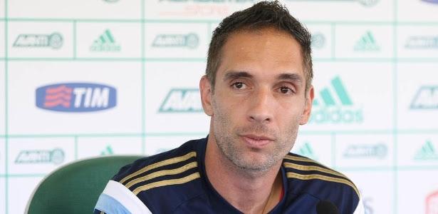 Fernando Prass concede entrevista na Academia de Futebol, no Palmerias