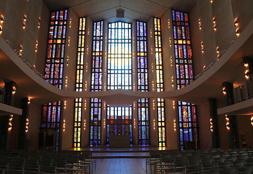Uppenbarelsekyrkan 3.jpg
