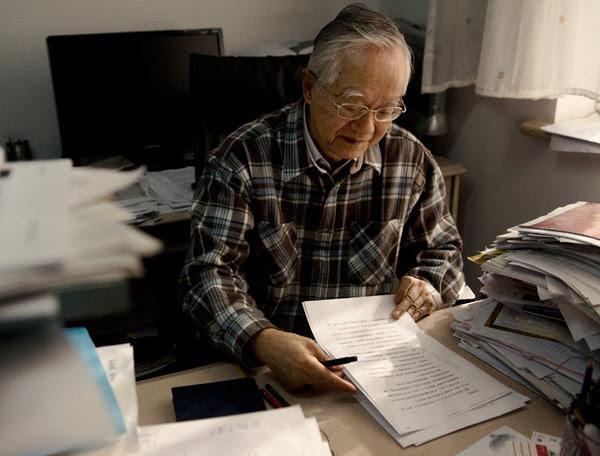 83岁的中国经济学家吴敬琏在北京家中。