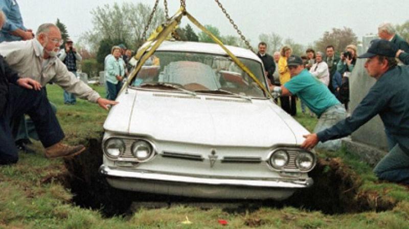 A história da socialite que foi enterrada dentro de uma de suas Ferraris 12
