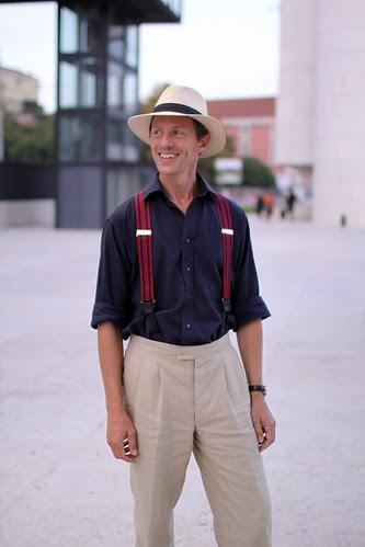 O que um chapéu e uns suspensórios fazem por um homem