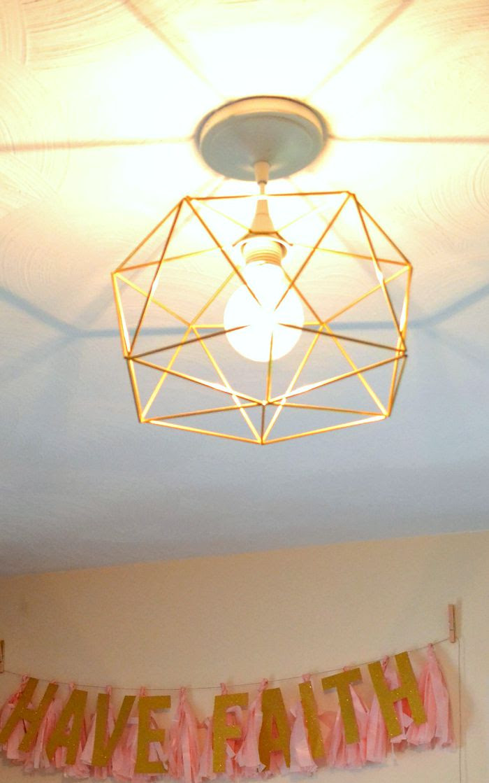 DIY-himmeli-inspired-geometric-light-fixture-over-office-space