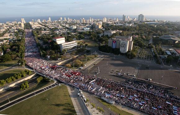 Desfile por el Primero de Mayo. Foto: Ismael Francisco/Cubadebate