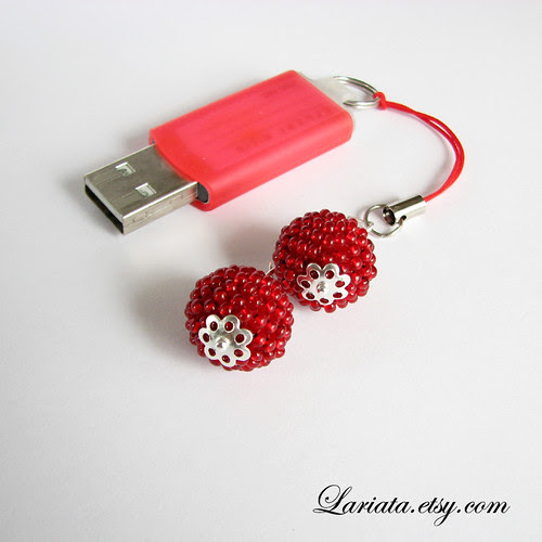 how to put a cell phone charm on an iphone