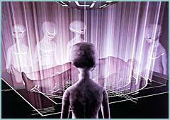 Extraterrestres examinando a un abducido