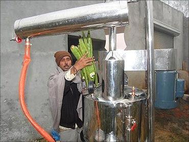 Dharamveer uses his machine at home.