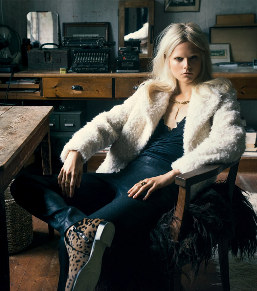 LE FASHION BLOG EDITORIAL EUROWOMAN MAGAZINE SHERPA SHEARLING FUZZY OFF WHITE TOPSHOP COAT LAYERED NECKLACES LACE BLACK CAMISOLE UNDER SHIRT LEATHER PANTS MIU MIU LEOPARD BOOTS BLEACH BLONDE HAIR BLEACHED EYEBROWS NATURAL NUDE BEAUTY  I En Villa In A Villa November 2013 Photographer: Katrine Rohrberg Stylist: Gertrud Maria Bønnelykke Hair: Søren Bach Make-up: Trine Skjøth  Model: Josefine Nielsen 2 photo LEFASHIONBLOGEDITORIALEUROWOMANMAGAZINELEOPARDBOOTS2.png