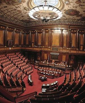 """Commissioni, il M5S occupa il Parlamento. Grillo: """"E' un golpe"""". Il Pd: non è democratico"""