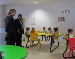 La Infanta Doña Elena en su visita al centro infantil Tic-Tac
