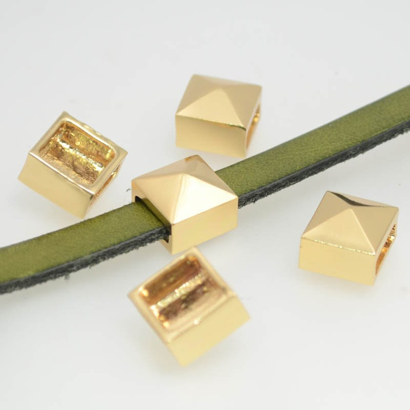 26037000-01 Beads - 10 mm Flat Leather -  Smooth Stud - Goldplated (1)