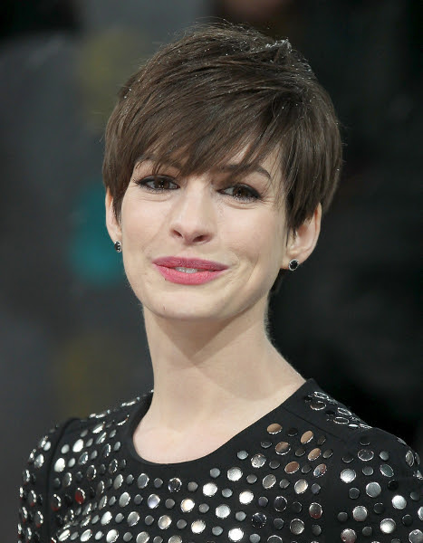 Pictures : Anne Hathaway's Short Hair Style - Anne ...