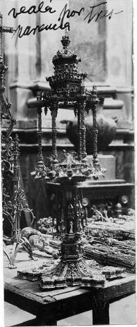 Piezas sueltas de la Custodia antes de ser reensambladas por Julio Pascual en 1939. Foto Rodríguez. Archivo Provincial de Toledo. Junta de Comunidades de Castilla-La Mancha
