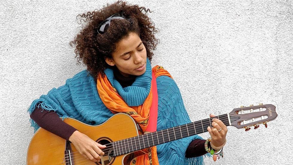 Nneka regresa con un tema lleno de amor.