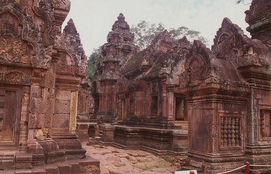 BANTEAY SREI - Il tempio consacrato a Shiva