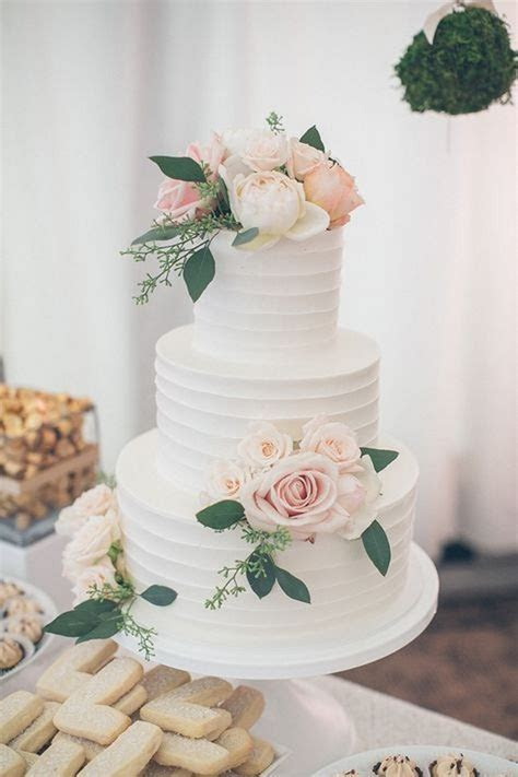 20 Simple Elegant Wedding Cakes for Spring/Summer 2019