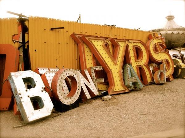 vegas boneyard 600x450 Vegas Boneyard   The Neon Graveyard