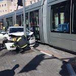 פסגת זאב: תאונה בין מונית לרכבת הקלה; תנועת הרכבות שהושבתה חלקית - חזרה לפעול - כל העיר – ירושלים