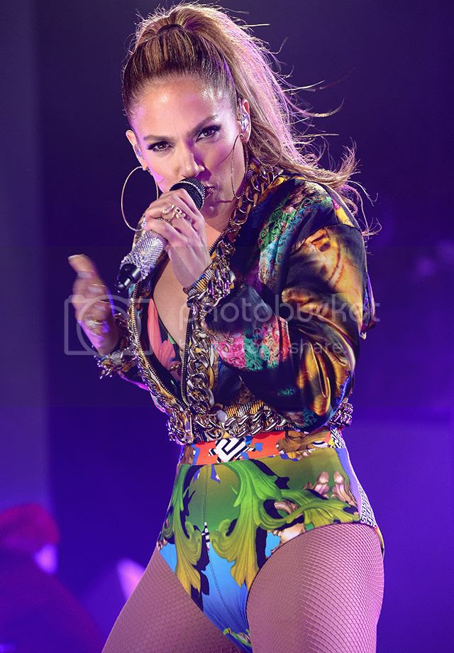 Watch: Jennifer Lopez performs at iHeartRadio Pool Party [full HQ concert]...