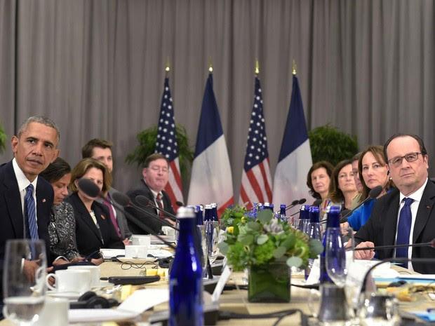 Barack Obama e François Hollande participam de cúpula sobre segurança nuclear nesta quinta-feira (31) em Washington (Foto: STEPHANE DE SAKUTIN / AFP)