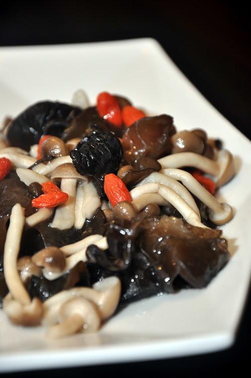 Di Wei Fried Honshimeji Mushroom with Fungus n Chinese Rice Wine