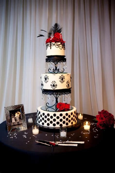 Elegant Old Hollywood Cake, Miville Photography   Our Old