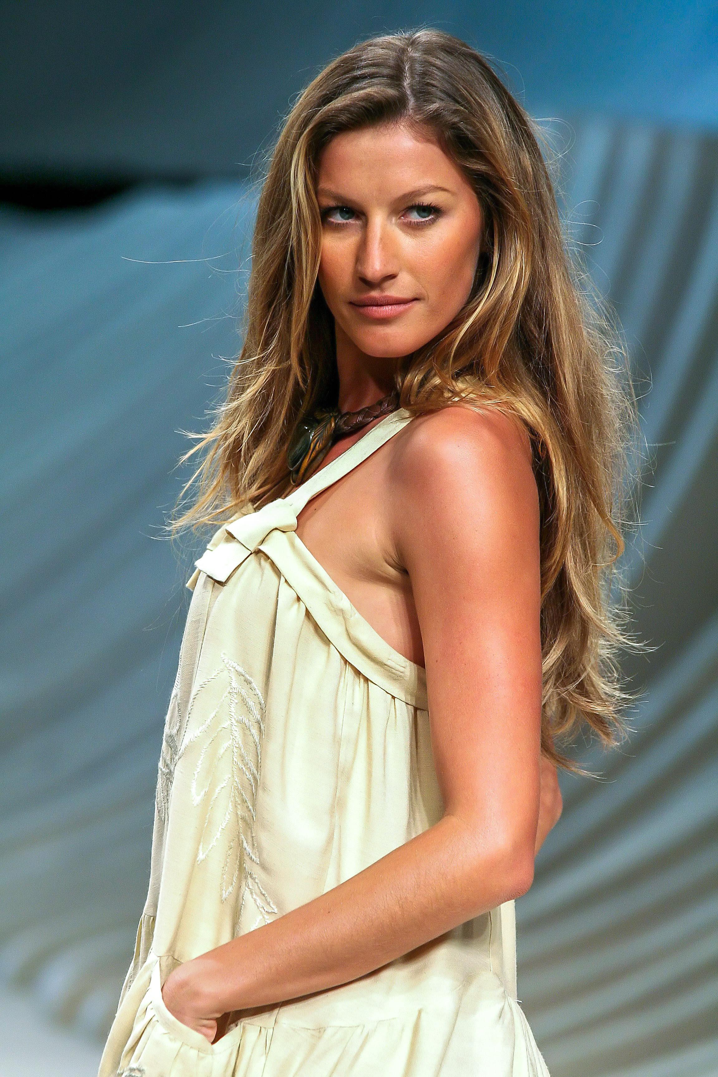 Gisele Bundchen Brazilian Fashion model and film actress very hot and beautiful wallpapers ...